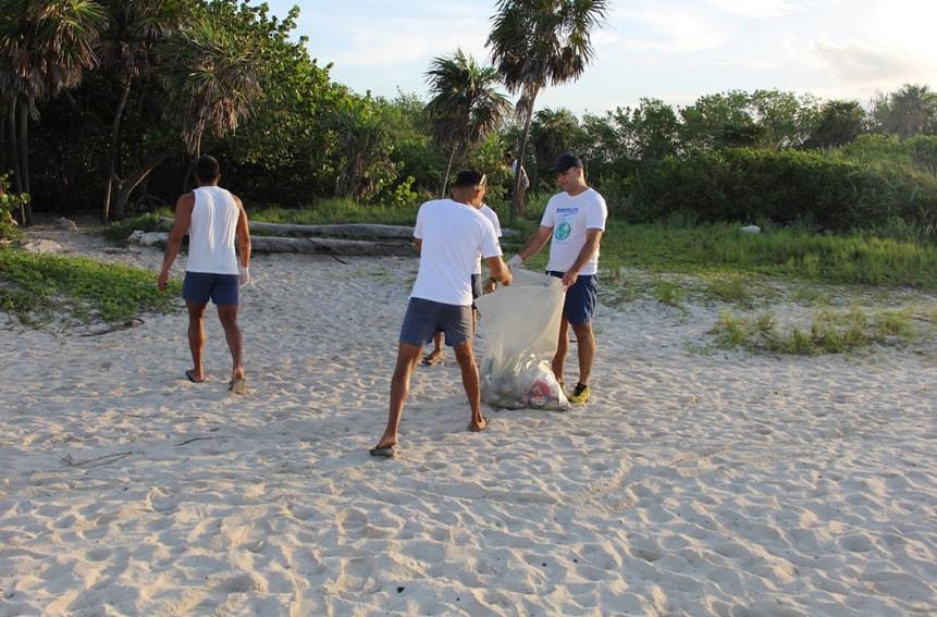 Dolphinaris limpia playas en Cancún y Riviera Maya 2017