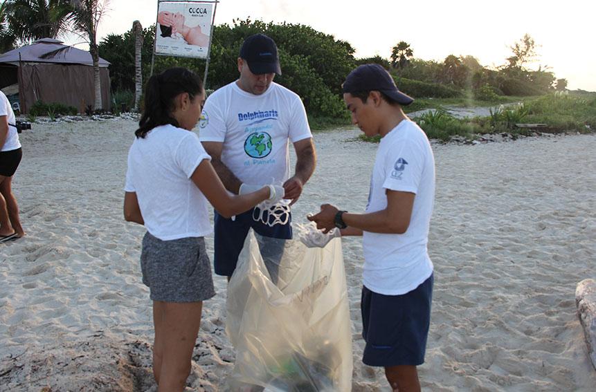 Limpieza de playas con Dolphinaris