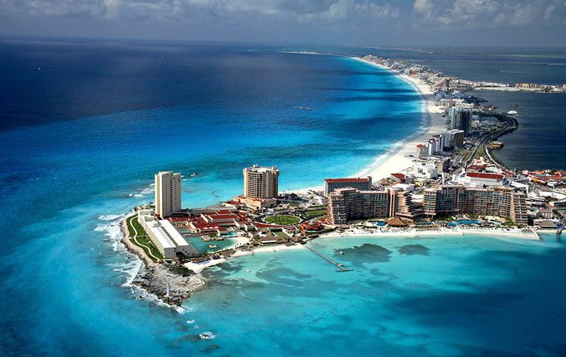 Nadar con delfines en Cancún: ¡3 razones para decir SÍ!