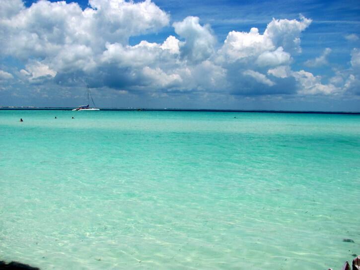 Disfruta del nado con delfines y las mejores playas en la Riviera Maya.