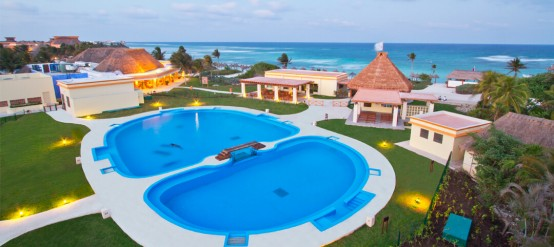 Swim with dolphins at Dolphinaris Tulum